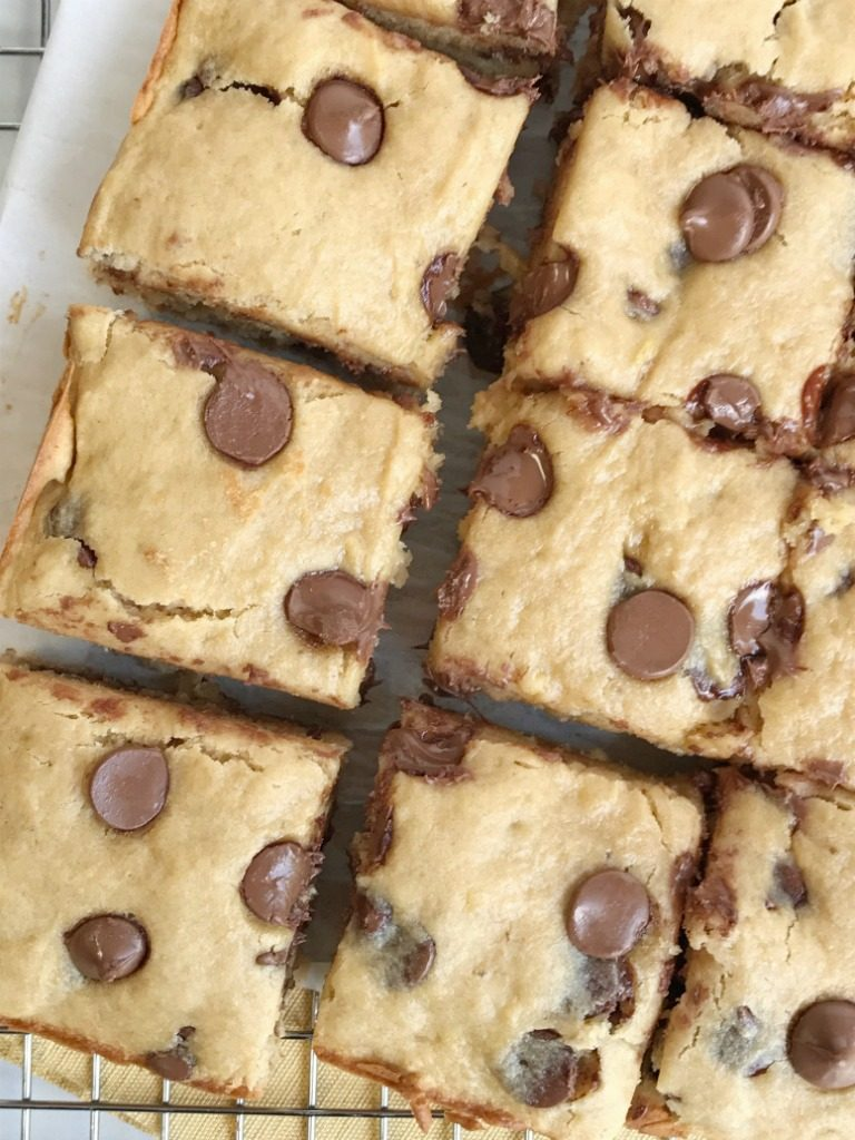 Chocolate chip banana yogurt snack bars are so soft and loaded with chocolate and banana flavor! An easy treat that even the kids can help make. They have an added boost of Greek yogurt and white whole wheat flour for a healthier treat. Kids love having these for a snack!