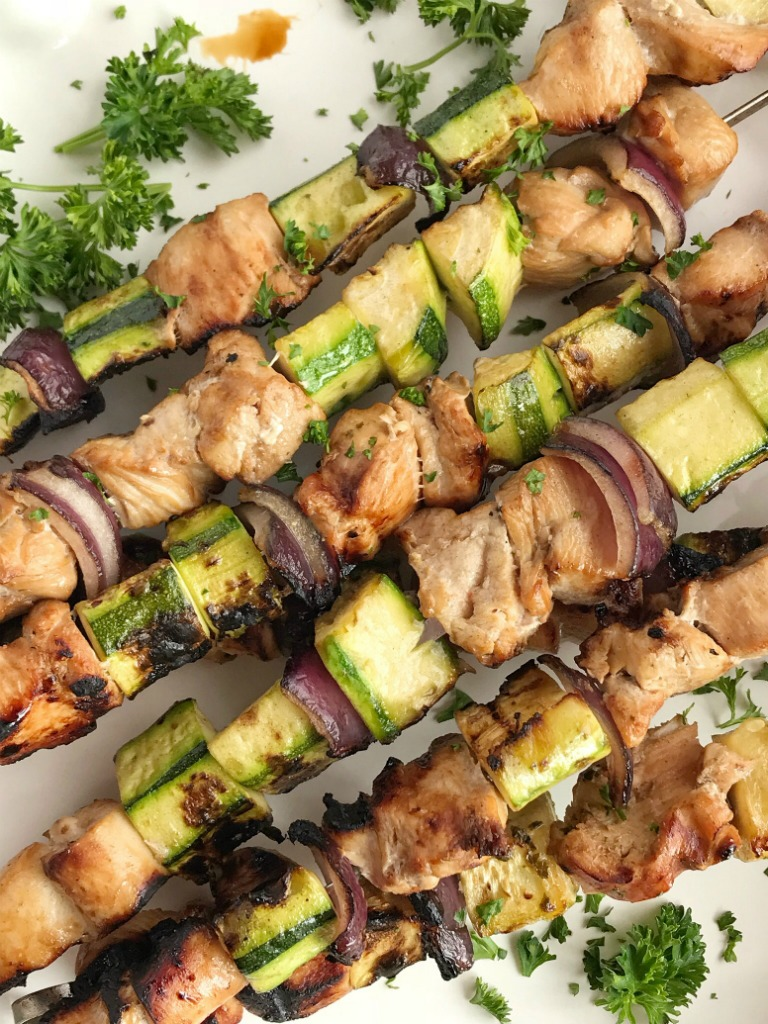 Chicken Zucchini Kabobs | Chicken Kabobs | Grill | Dinner Recipe | Chicken kabobs are a summertime grilling staple. Try these chicken zucchini kabobs for a healthy & delicious new way to enjoy chicken kabobs. Chicken chunks soak in a lemon-lime soda marinade and then get added to kabobs with zucchini and red onion. So simple and easy to make, perfect for a quick dinner! #chickenrecipes #easyrecipes #chickenkabobs