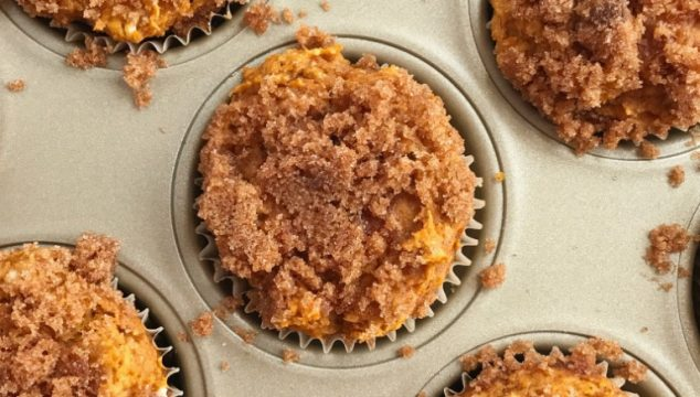 Snickerdoodle pumpkin muffins are only 4 ingredients! No egg and no oil or butter. They are moist, super soft, loaded with pumpkin flavor, and topped with cinnamon & sugar snickerdoodle topping.  A doctored up cinnamon crumb cake mix, a can of pumpkin, milk, and pumpkin pie spice is all you need.