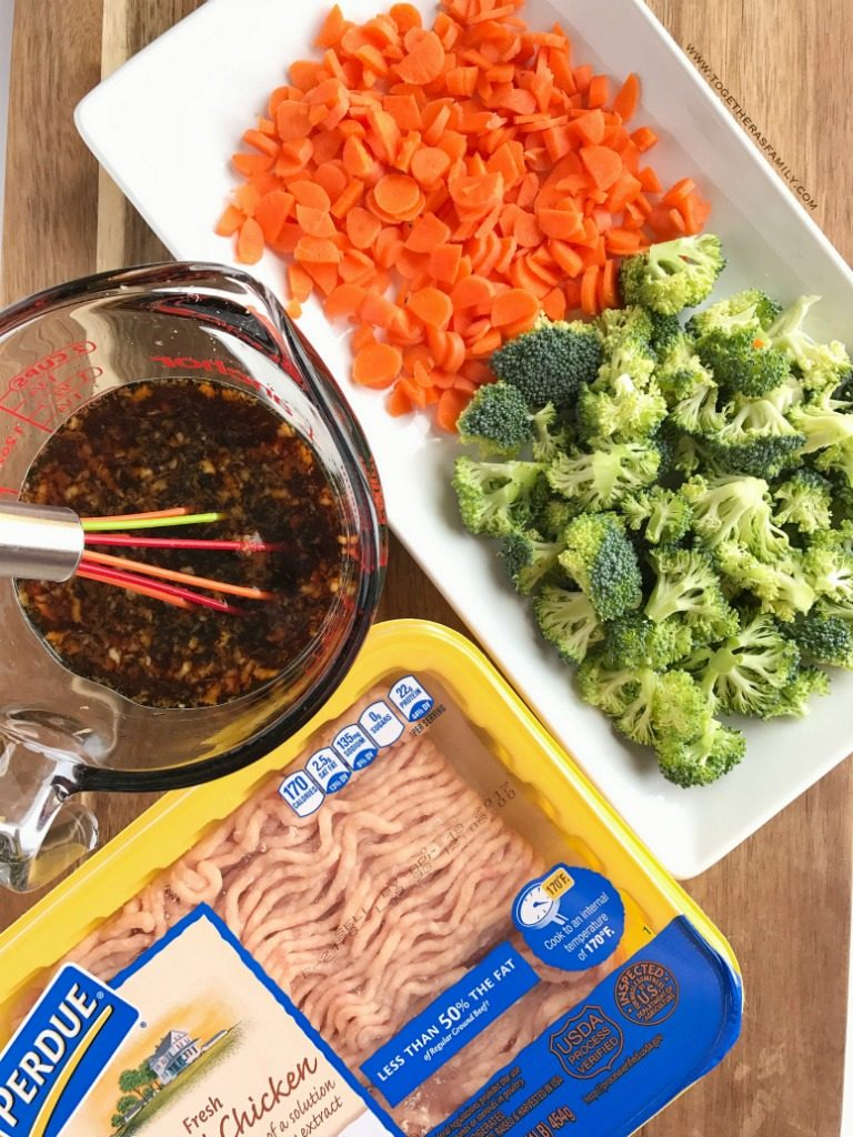 Teriyaki chicken rice bowls are perfect for a busy weeknight dinner. Ground chicken, broccoli, and carrots simmer on the stove top in a delicious and super simple teriyaki sauce. Serve over rice and garnish with green onions! Dinnerwill beso yummy.