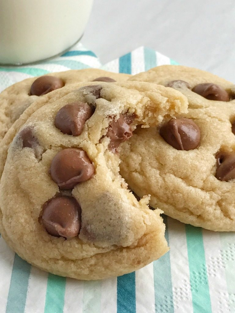 Easy bisquick chocolate chip cookies are soft-baked, thick, super chewy and so easy to make! All you need are 6 ingredients and one of them is convenient bisquick. It's a fast replacement for all the dry ingredients. These chocolate chip cookies are surprisingly one of the best versions of the classic cookie.