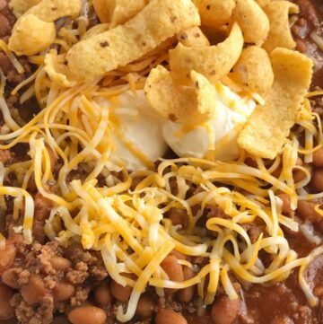 Baked Bean & Beef Chili | Chili Recipe | Baked bean beef chili is an easy, 4 ingredient chili recipe that is sweet & spicy! Sweet baked beans, lean ground beef, tomato juice, and seasonings make this chili so quick and easy to make. Don't forget the corn chips, shredded cheese, and sour cream! #chilirecipes #dinnerrecipes #chili #groundbeef #recipes