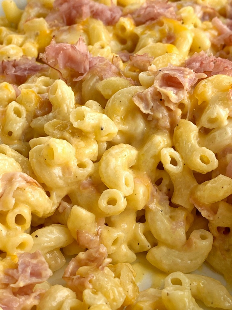 Macaroni & Cheese Ham Casserole | Casserole Recipe | Ham Casserole | Ham Recipes | Macaroni and Cheese | Everyone will love this macaroni and cheese ham casserole. Easy to make, creamy, cheesy, and filled with chunks of ham and shredded cheese. This homemade macaroni and cheese with ham is a family favorite! #casserolerecipes #casserole #macaroniandcheese #dinner #easydinnerrecipe #recipeoftheday