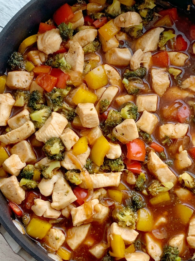 20 Minute, One Pan Stir-Fry Recipe   This family favorite Stir-Fry Recipe only needs one pan and 20 minutes! Chunks of tender chicken, fresh veggies in a deliciously unique (and easy!) homemade stir-fry sauce. Serve over rice for a family favorite dinner. #dinnerideas #dinnerrecipe #stirfry #onepot #onepanrecipe #recipeoftheday